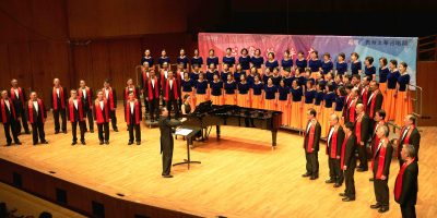美聲合唱團 (Bel Canto Chorus) 以發揚合唱藝術,宣揚美聲唱法,促進和推動音樂交流及合唱藝術為宗旨。本團由榮譽藝術顧問、香港資深聲樂家、聲樂教育家張汝鈞先生創辦,並於 1997年在香港註冊為非牟利音樂團體。 香港資深合唱指揮家、聲樂家及作曲家張朝暉先生任藝術總監兼指揮,著名指揮家楊鴻年任藝術顧問,顧問/贊助人包括鄺慶泉、鐘子美、許昭華、李旭輝先生。 本團現有團員 八十人,經常舉辦歌唱技術培訓課程,以提高團員的聲樂素養;此外,每年都舉辦觀摩音樂會,激勵團員多在舞台實踐中磨煉提升。  著名指揮家楊鴻年、陳國權、丁家琳、黃東寧、劉孝揚、郭亨基曾為本團演出擔任客席指揮。著名指揮家嚴良堃、聶中明、曹丁、石恩一等,均曾到本團指導。